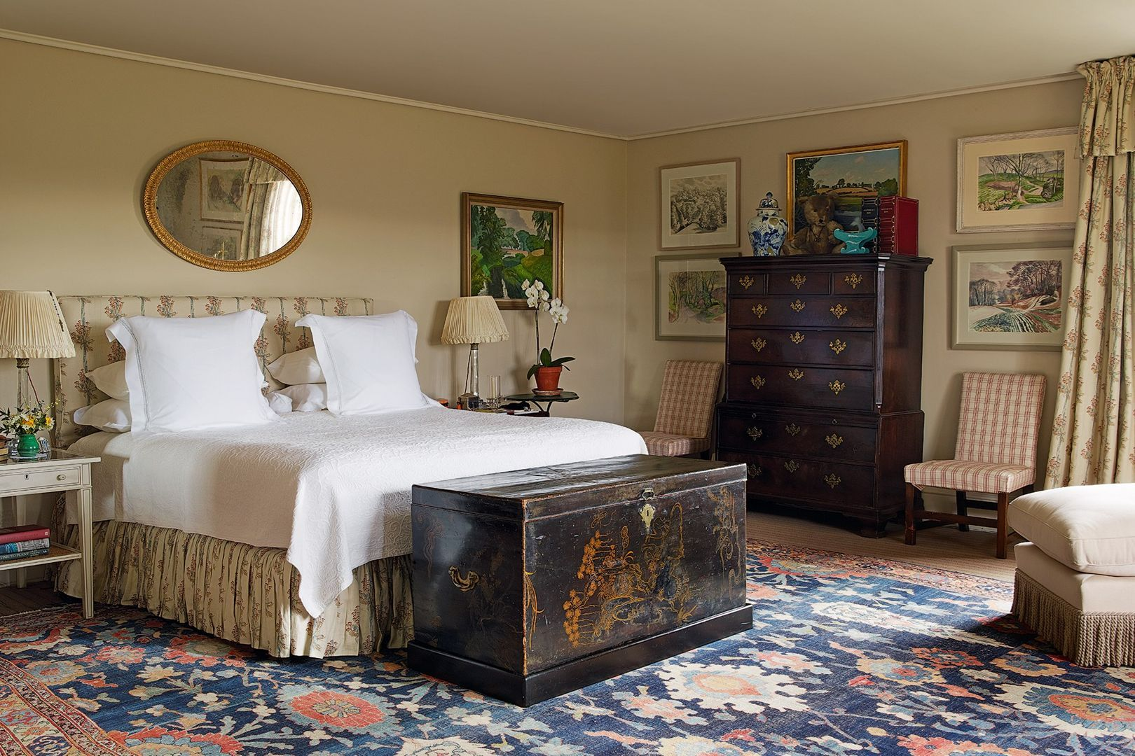 The Key Characteristics of a Traditional English Bedroom