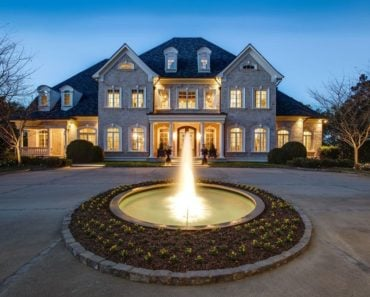 Kelly Clarkson's Sprawling Tennessee Estate Selling For $7.5 Million