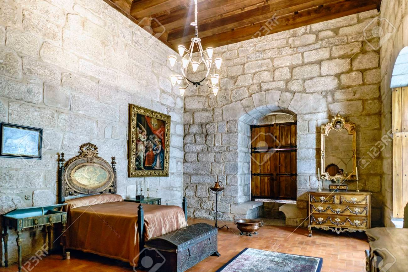 10 Essentials For The Perfect Medieval Bedroom