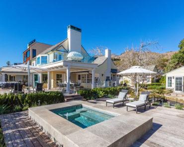 Robyn Moore Wants $32 Million For Malibu Sand Beach House